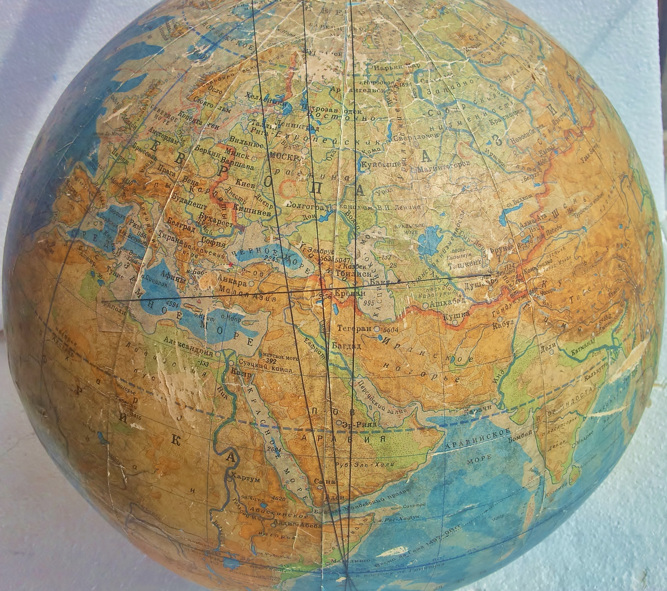 Где на карте полушарий находится гора памир на карте